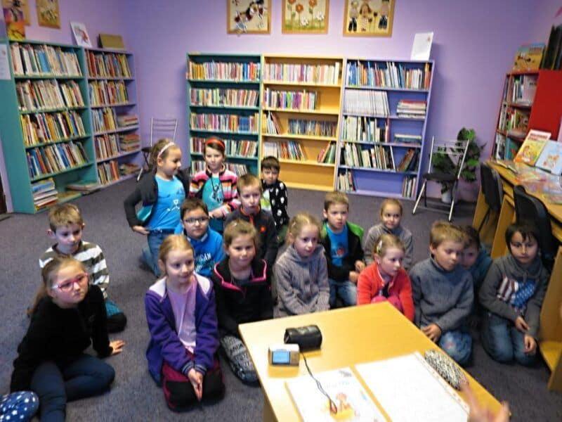 Žáci 1.Avknihovně a na výstavě