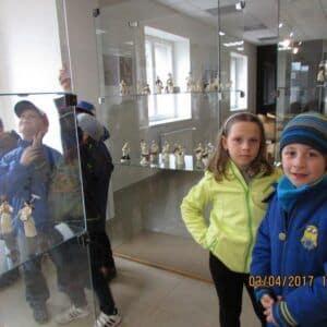 Galerie Děti na výstavě figurek ze šustí