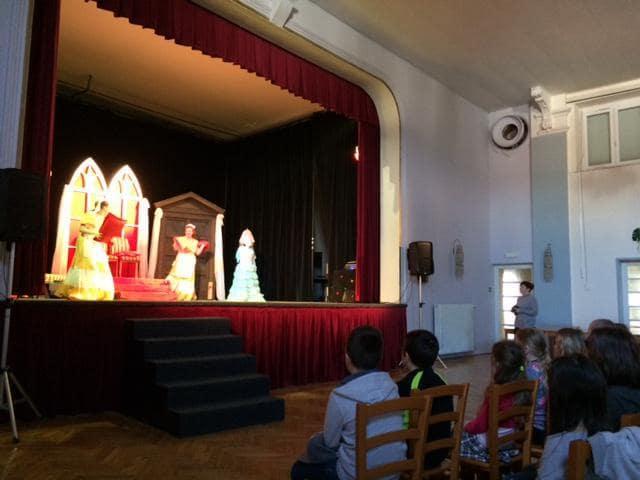 Divadelní představení vLidovém domě vPozorce