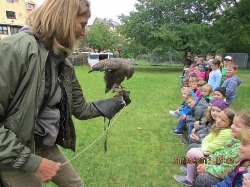 Vystoupení ornitologů ve školní družině scvičenými ptačímidravci