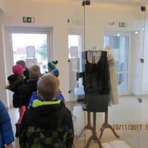 Galerie Děti ze školní družiny na výstavě kostýmů