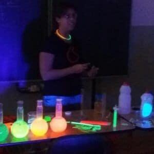 Galerie Hodina moderní chemie vnovém kabátu