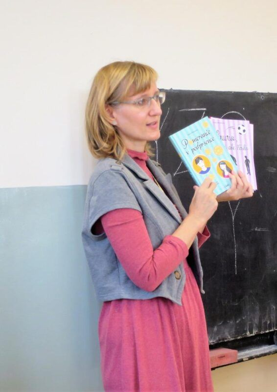 """Znáte knihy """"Holky na vodítku"""", """"Pomeranče vpodprsence"""" či""""www.bez-bot.cz""""… Naše děti jižano!"""