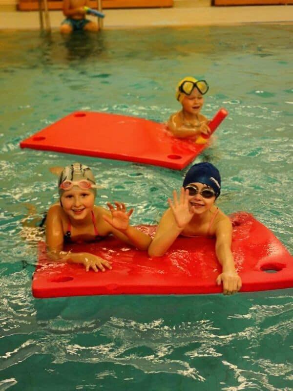 Třída 2.Adokončila kurz plavání
