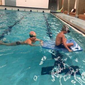Galerie Třeťáci úspěšně zakončili kurz plavání