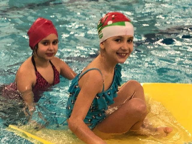 Třeťáci úspěšně zakončili kurz plavání