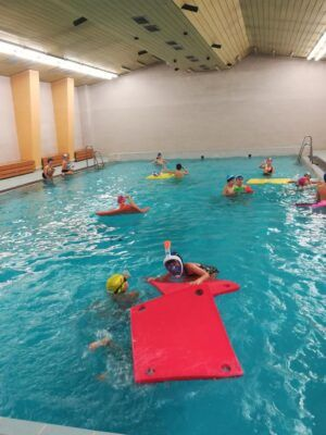 3.Aukončila kurz plavání