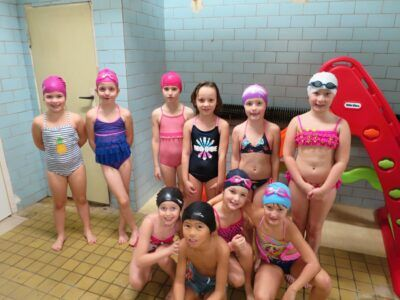 Druháci ukončili kurz plavání
