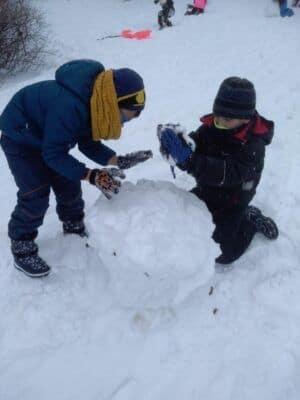 """""""Stavění ze sněhu"""" ve školní družině"""