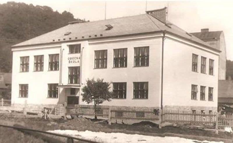 Historie Tovární364